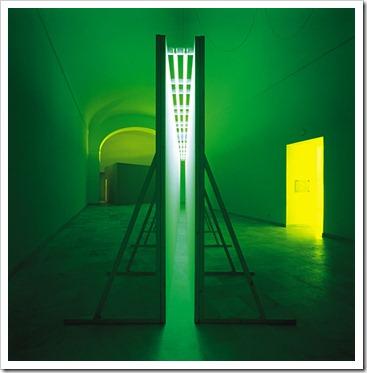 bruce-nauman-green-light-corridor-1970 : Photo©Giorgio Colombo.it