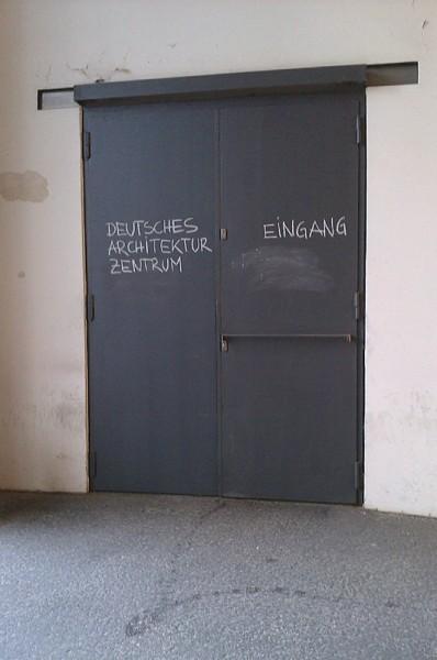 Eingang zum Deutschen Architekturzentrum in Berlin